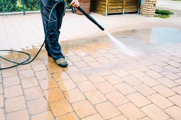 concrete block floor cleaning with a high pressure power washer